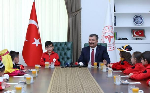 Sağlık Bakanı Fahrettin Koca, 23 Nisan'da Çocuklarla Buluştu
