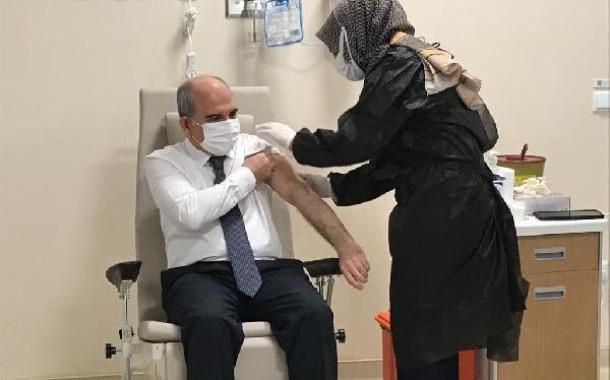 Konya'da sağlıkçılar, 230 uygulama odasında aşı olmaya başladı