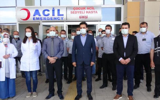 Kaza geçirdi hastane personeline saldırdı!