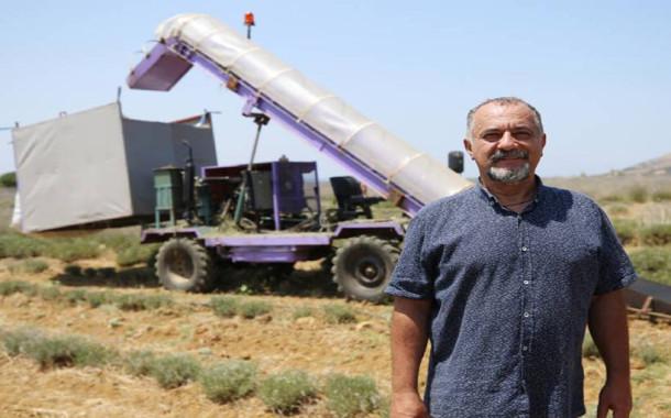 Doktor Hakan Eyi tarlası için hasat makinesi geliştirdi!