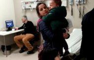 Hastanede hasta çocukların beklediği sırada doktorun iskambil oynadığı iddia edildi