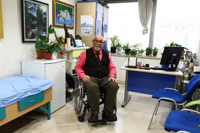 Engelli Dr. Mustafa Bircan, görev yaptığı semt polikliniğinin taşınmaması için yardım istedi