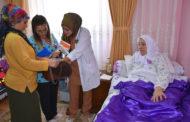 Bu sağlık ekibi hem dua hem gönül alıyor