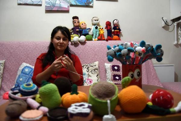 Hemşire, ördüğü bez bebekleri sevgi evlerinde kalan çocuklara hediye ediyor
