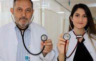 Aynı hastanede çalışan baba-kız doktorlar, hastalara şifa dağıtıyorlar