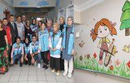 Fırçalar hastane duvarlarını renklendirdi