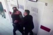 Sağlıkta şiddet : Annesinin kimliği ile ilaç yazmayan doktoru dövdü!