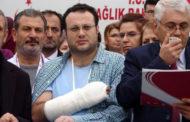 Doktorun parmaklarını kırdılar