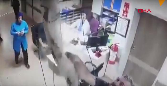 Tavandan Doktorun Odasına Düştü