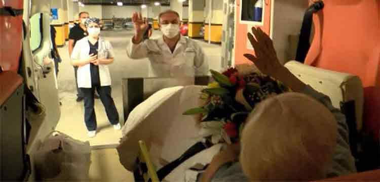 Emekli hemşire, koronavirüsü yendi