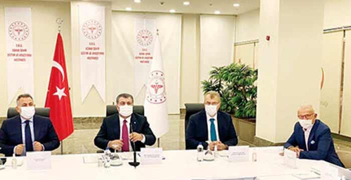 """Sağlık Bakanı Fahrettin Koca, """"Toplumun bilmesi gereken bilgiyi verme noktasında bir sorunumuz yok"""