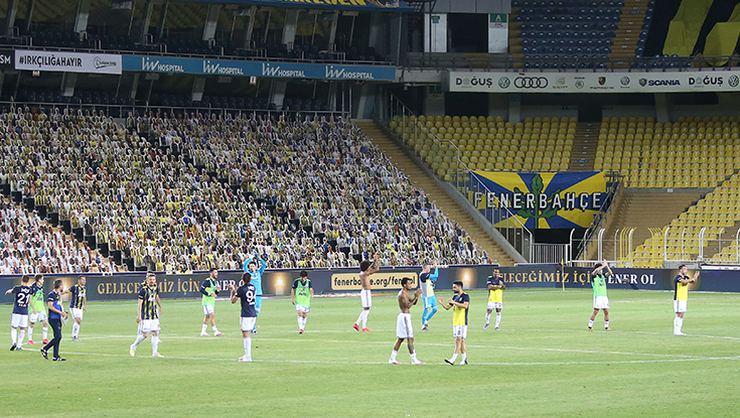 Fenerbahçe'den sağlık çalışanlarına tribün jesti